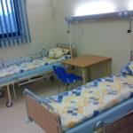 Wyposażenie w łóżka szpitalne oddziału szpitalnego w Międzynarodowym Centrum Słuchu i Mowy w Kajetanach