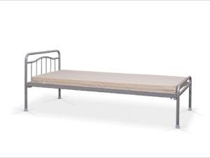 Hotelowe łóżko metalowe z niskim szczytem od strony nóg i materacem